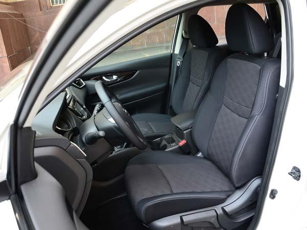 передние сиденья автомобиля